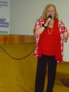 brasiia-rogeria-no-microfone-da-frente-parlamentar